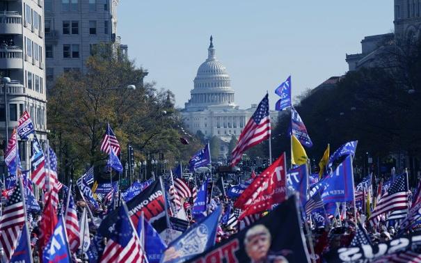 ٹرمپ ہجوم نے امریکی کیپیٹل پر طوفان برپا کر دیا۔
