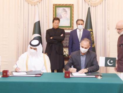 پاکستان اور قطر کے مابین 10 سالہ ایل این جی سپلائی کا معاہدہ۔