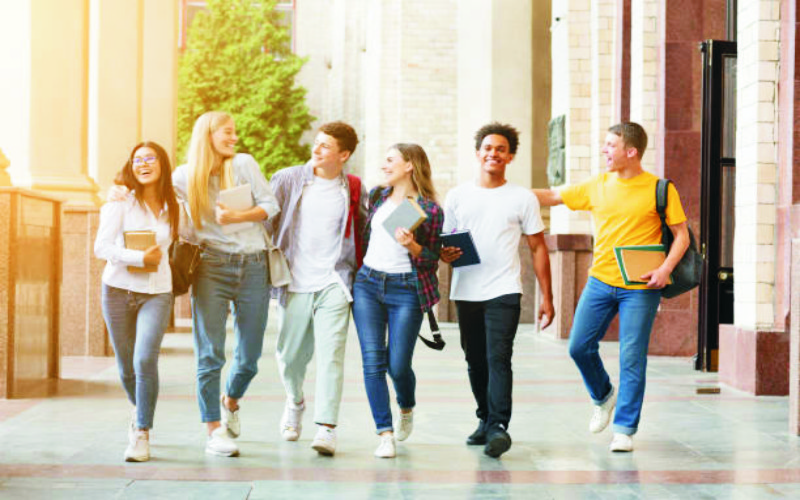 یونیورسٹیوں میں تعلیم کے ساتھ یہ کیا ہو رہا ہے ؟؟؟