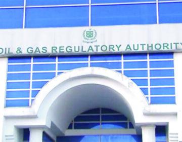 اوگرا نے پیٹرول کی قیمتوں میں5.50 روپے اضافے کی سفارش کر دی۔